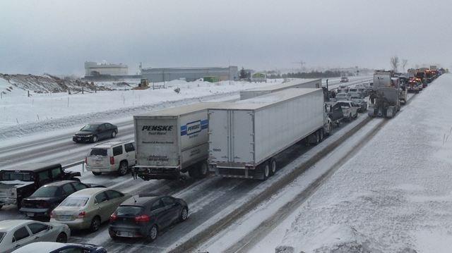 UPDATE: Hwy  400 reopened after 96 vehicle pileup | DurhamRegion
